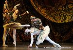 RAYMONDA..Choregraphie : PETIPA Marius,NOUREEV Rudolf.Compagnie : Ballet de l Opera National de Paris.Orchestre : Colone.Decor : GEORGIADIS Nicholas.Lumiere : PEYRAT Serge.Costumes : GEORGIADIS Nicholas.Avec :.GILLOT Marie Agnes:Raymonda.LE RICHE Nicolas:Abderam.GILBERT Dorothee:Henriette.Lieu : Opera Garnier.Ville : Paris.Le : 30 11 2008.© Laurent PAILLIER / photosdedanse.com