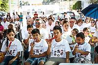 A pesar del calor  esta mañana se llevó a cabo una de varias misas  en memoria de los niños que perdieron la vida durante el incendio de la guardería ABC hace ya siete años. Con la asistencia de padres y madres de niños que perecieron en la tragedia, que aún no ha sido esclarecida por parte de las autoridades y a la fecha nadie esta detenido por estos hechos. La liturgia se celebró afuera de las instalaciones de la estancia infantil donde ocurrió la tragedia el 5 de junio de 2009.<br /> Al finalizar la misa se soltaron globos al cielo para recordar a los niños.<br />  Por la tarde serán recodados los 49 bebes fallecidos con una marcha multitudinaria en la capital de Sonora. <br /> ** ©Foto:LuisGutierez/NortePhoto.com