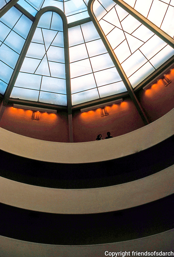 F.L. Wright: Guggenheim Museum. Detail.  Photo '88.