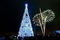 SÃO PAULO, 09 DE DEZEMBRO DE 2011 - INAUGURAÇÃO ÁRVORE DE NATAL DA REPRESA DE GUARAPIRANGA SP: A Árvore de Natal da Represa Guarapiranga foi inaugurada na noite desta sexta feira (9) na av. Atlantica 2800, as margens da represa do Guarapiranga, na zona sul de São Paulo. Um dos cartões-postais do Natal paulistano, a árvore possui 54 metros de altura - o equivalente a um prédio de 17 andares - e 20 metros de largura. Em seu topo fica a estrela, com 6 metros de altura e 700 kg. FOTO: LEVI BIANCO - NEWS FREE