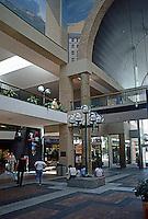 Pasadena CA: Pasadena Mall.  Photo '84.