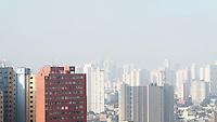 SÃO PAULO, SP, 24.07.2016 - CLIMA-SP - Imagem de neblina intensa vista da região central de São Paulo nesta manhã de domingo (24). (Foto: Adailton Damasceno/Brazil Photo Press)