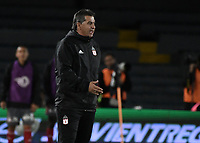BOGOTA - COLOMBIA, 26-01-2018: Jorge Da Silva técnico del América de Cali gesticula durante partido con Independiente Santa Fe por el Torneo Fox Sports 2018 jugado en el estadio Nemesio Camacho El Campin de la ciudad de Bogotá. / Jorge Da Silva coach of America de Cali gestures during match against Independiente Santa Fe for the Fox Sports Tournament 2018 played at Nemesio Camacho El Campin Stadium in Bogota city. Photo: VizzorImage / Gabriel Aponte / Staff.