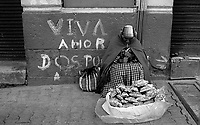02.2010 La Paz (Bolivia)<br /> <br /> Vendeuse de rue.<br /> <br /> Street vendor.
