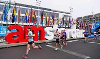 Nederland - Amsterdam - 2019 . De Marathon van Amsterdam. De renners lopen langs de I Amsterdam letters. Foto Berlinda van Dam / Hollandse Hoogte