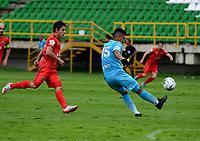 TUNJA - COLOMBIA, 14-11-2020: Daniel Mantilla de Patriotas Boyaca F. C., y Ivan Escarpeta de Jaguares de Cordoba F. C. disputan el balon, durante partido de la fecha 20 entre Patriotas Boyaca F. C., y Jaguares de Cordoba F. C., por la Liga BetPlay DIMAYOR 2020, jugado en el estadio La Independencia de la ciudad de Tunja. / Daniel Mantilla of Patriotas Boyaca F. C., and Ivan Escarpeta of Jaguares de Cordoba F. C. fight for the ball, during a match of the 20th date between Patriotas Boyaca F. C., and Jaguares de Cordoba F. C., for the BetPlay DIMAYOR League 2020 played at the La Independencia stadium in Tunja city. / Photo: VizzorImage / Macgiver Baron / Cont.