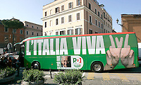"""Il pullman del Partito Democratico, che accompagnera' il leader e candidato premier Walter Veltroni nel suo tour elettorale in giro per l'Italia, arriva davanti alla sede del partito a Roma, 15 febbraio 2008..The Democratic Party's electoral campaign bus arrives in front of the party's headquarters in Rome, 15 february 2008. Writing on the bus reads: """"Italy Alive"""" as a play on words on """"Viva L'Italia"""" (Long Live Italy). At bottom, a picture portraying party's leader and candidate premier Walter Veltroni, who will cover by the bus the Italian territory for his electoral tour. Political elections are scheduled on next 13 and 14 april..UPDATE IMAGES PRESS/Riccardo De Luca"""