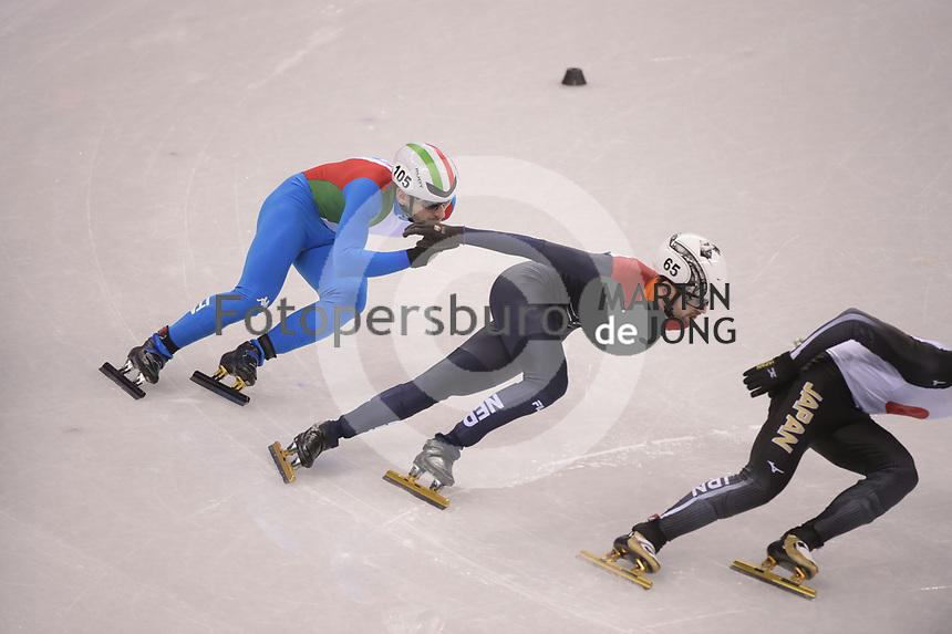 OLYMPIC GAMES: PYEONGCHANG: 17-02-2018, Gangneung Ice Arena, Short Track, Quarterfinals 1000m Men, Itzhak de Laat (NED), Yuri Confortola (ITA), ©photo Martin de Jong