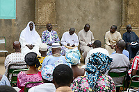 MALI, Kayes, religious dialogue, meeting of religious leader from churches and mosques / christlich islamischer Dialog, Treffen von Persönlichkeiten der katholischen, protestantischen Kirche und des Islam, links Imam Seidou Barou