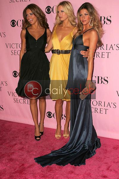 Adriana Lima with Karolina Kurkova and Gisele Bundchen <br />arriving at The Victoria's Secret Fashion Show. Kodak Theatre, Hollywood, CA. 11-16-06<br />Dave Edwards/DailyCeleb.com 818-249-4998