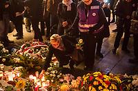 Nach einem Gedenkgottesdienst in der Kaiser Wilhelm-Gedaechtniskirche am Mittwoch den 19. Dezember 2018, dem 2. Jahrestag des Terroranschlag durch den islamistischen Terroristen Anis Amri auf den Weihnachtsmarkt am Berliner Breitscheidplatz am 19. Dezember 2016, gingen die Gottesdienstteilnehmer zur Gedenkstaette vor der Kirche. Sie stellten Friedenslichter auf und legten Blumen nieder.<br /> 19.12.2018, Berlin<br /> Copyright: Christian-Ditsch.de<br /> [Inhaltsveraendernde Manipulation des Fotos nur nach ausdruecklicher Genehmigung des Fotografen. Vereinbarungen ueber Abtretung von Persoenlichkeitsrechten/Model Release der abgebildeten Person/Personen liegen nicht vor. NO MODEL RELEASE! Nur fuer Redaktionelle Zwecke. Don't publish without copyright Christian-Ditsch.de, Veroeffentlichung nur mit Fotografennennung, sowie gegen Honorar, MwSt. und Beleg. Konto: I N G - D i B a, IBAN DE58500105175400192269, BIC INGDDEFFXXX, Kontakt: post@christian-ditsch.de<br /> Bei der Bearbeitung der Dateiinformationen darf die Urheberkennzeichnung in den EXIF- und  IPTC-Daten nicht entfernt werden, diese sind in digitalen Medien nach §95c UrhG rechtlich geschuetzt. Der Urhebervermerk wird gemaess §13 UrhG verlangt.]