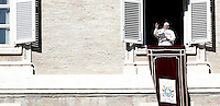 Papa Francesco celebra l'Angelus dalla finestra del suo studio che si affaccia su Piazza San Pietro. Citta' del Vaticano, 6 gennaio 2017.<br /> Pope Francis blesses faithful during the Angelus prayer from his studio's window overlooking St. Peter's square, at the Vatican,on January 6, 2017.<br /> UPDATE IMAGES PRESS/Isabella Bonotto<br /> <br /> STRICTLY ONLY FOR EDITORIAL USE