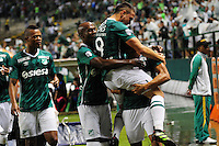 CALI -COLOMBIA-17-03-2016: Jugadores de Deportivo Cali de Colombia celebran el gol anotado a Racing Club de Argentina durante partido entre Deportivo Cali de Colombia y Racing Club de Argentina por la fecha 3, G3, de la Copa Bridgestone Libertadores 2016 jugado en el estadio Palmaseca de la ciudad de Cali. / Players of Deportivo Cali celebrate a goal scored to Racing Club of Argentina the during a match between Deportivo Cali of Colombia and Racing Club of Argentina for the date 3, G3, of the Copa Bridgestone Libertadores 2016 played at Palmaseca stadium in Cali city.  Photo: VizzorImage/ NR /Cont