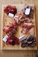 Europe/Suisse/Valais/Troistorrents:  Assortiment de viande séchée, de  boueuf, veau, agneau et  porc à La Cavagne - Magasin de producteurs fermiers