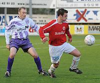 FC Gullegem - SV Wevelgem City..duel om de bal tussen Dempsey Naert (rechts) en Stephane De Poorter (links)..foto VDB / BART VANDENBROUCKE