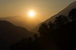 ITA, Italien, Suedtirol, bei Meran: Landschaft im Gegenlicht bei Sonnenuntergang | ITA, Italy, South Tyrol, Alto Adige, near Merano: landscape at sunset, backlight