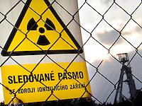 TSCHECHIEN, 07.2006 .Rozna bei Zdar nad Sazavou.Radioativitaetswarnung an einer zum Rozna-Komplex gehoerenden stillgelegten Uran-Mine. Rozna ist das letzte in Betrieb befindliche Uran-Bergwerk in Mitteleuropa, es wurde 1957 eroeffnet. Der Uranbergbau in der Tschechoslowakei startete 1946 auf direktes Geheiss der Sowjetunion, welche das Material fuer ihre Atombomben brauchte..© Vaclav Vasku/EST&OST.Radioactive warning sign at an abandoned uranium mine belonging to the Rozna complex near the city of Zdar nad Sazavou. Rozna is the site of the last deep uranium mine in operation in Central Europe. Uranium is mined here since 1957. Uranium mining in former Czechoslovakia started in 1946 with a direct order by the Soviet Union which needed the material for its atomic bombs.