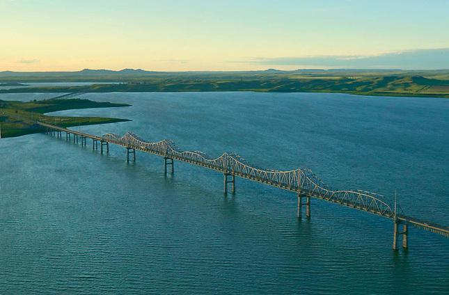 Bridge over Lake Oahe on Missouri River