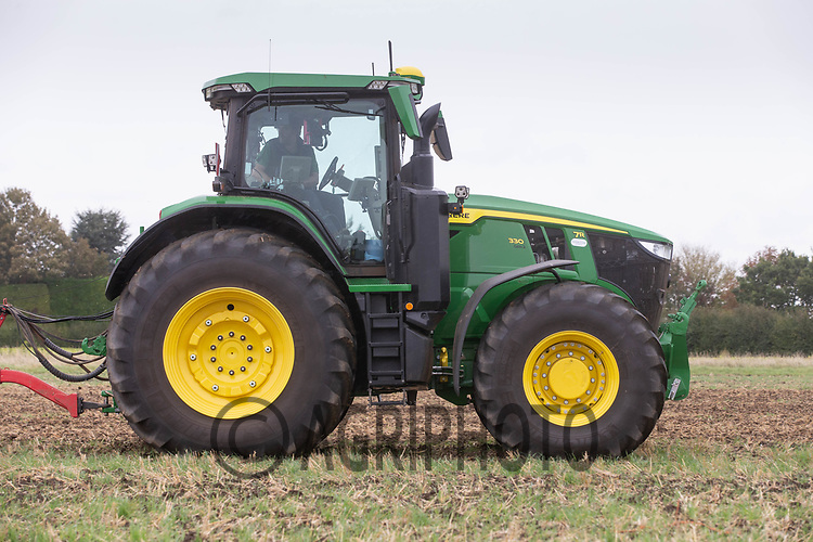 30.9.2020 John Deere 7R 330 working in the Lincolnshire Fens <br /> ©Tim Scrivener Photographer 07850 303986<br />      ....Covering Agriculture In The