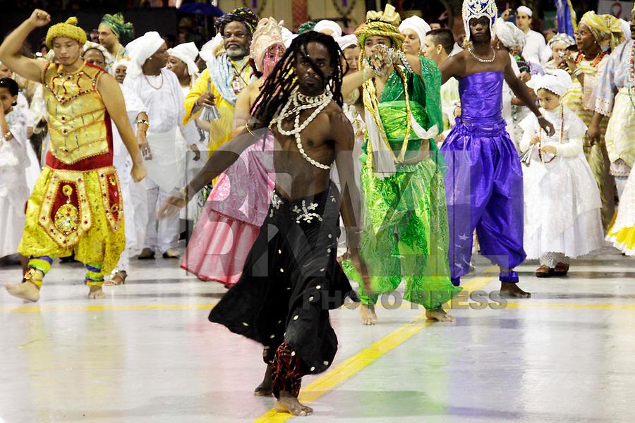 SÃO PAULO, SP, 04 DE MARÇO DE 2011 - CARNAVAL 2011 / AFOXÉ IVÁ OMINIBU -  O grupo Afoxé Iyá Ominibu, durante desfile antes da abertura do Grupo Especial na noite desta sexta-feira (4), no Sambódromo do Anhembi região norte da capital paulista. (FOTO: ALE VIANNA / NEWS FREE).