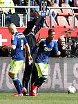 Nederland, Utrecht, 5 april 2015<br /> Eredivisie<br /> Seizoen 2014-2015<br /> FC Utrecht-Ajax (1-1)<br /> Richairo Zivkovic van Ajax komt in het veld voor Kolbeinn Sigthorsson van Ajax