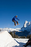 CHE, Schweiz, Kanton Bern, Berner Oberland, Muerren: Snowboarder im Sprung vorm Eiger (3.970 m) mit Eiger Nordwand | CHE, Switzerland, Canton Bern, Bernese Oberland, Muerren: Snowboarder jumps in front of Eiger mountain (3.970 m) with Eiger North Face