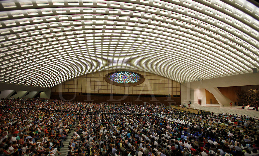 Papa Francesco tiene l'udienza generale del mercoledi' in aula Paolo VI, Citta' del Vaticano, 3 agosto 2016.<br /> Pope Francis attends his weekly general audience in the Paul VI hall at the Vatican, 3 August 2016.<br /> UPDATE IMAGES PRESS/Isabella Bonotto<br /> <br /> STRICTLY ONLY FOR EDITORIAL USE