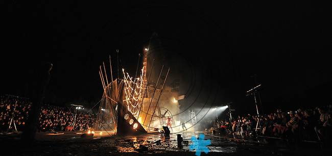 Performance Theater Titanic mit ihrem Stück TITANIC auf dem Gelände der Alten Messe Leipzig am 01.05.2013. Foto: Norman Rembarz
