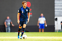 GUADALAJARA, MEXICO - MARCH 28: Tanner Tessmann #11 of the United States looks for an open man downfield during a game between Honduras and USMNT U-23 at Estadio Jalisco on March 28, 2021 in Guadalajara, Mexico.