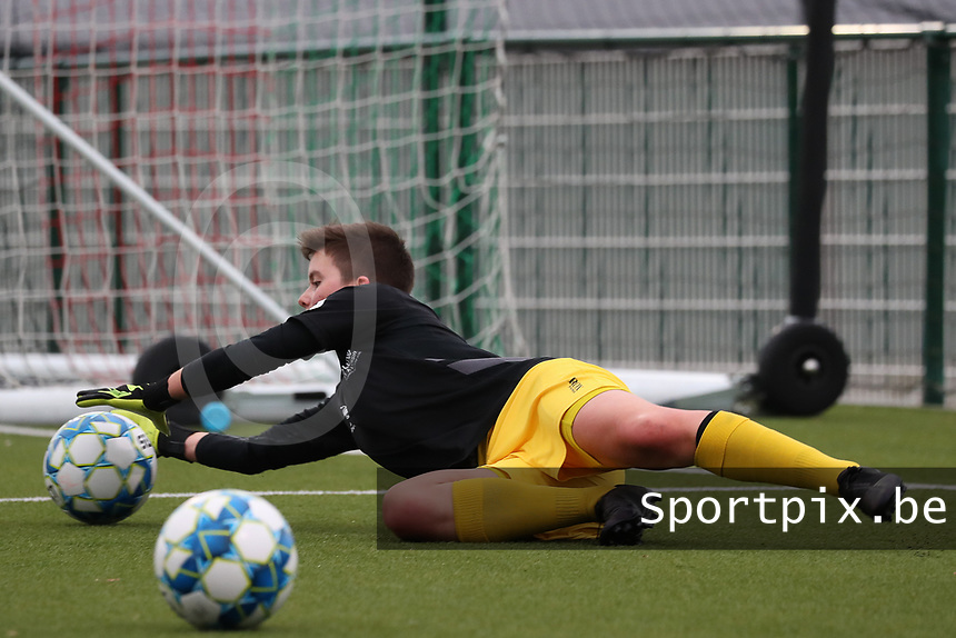 Hazel Engelen goalkeeper of Woluwe catches the ball during the warm up before a female soccer game between Oud Heverlee Leuven and Femina White Star Woluwe  on the 5 th matchday of the 2020 - 2021 season of Belgian Womens Super League , Sunday 18 th of October 2020  in Heverlee , Belgium . PHOTO SPORTPIX.BE | SPP | SEVIL OKTEM