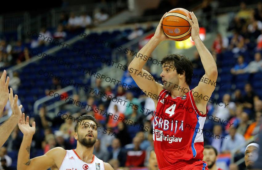 Serbia's Milos Teodosic controls the ball during European championship group B basketball match between Turkey and Serbia on 09. September 2015 in Berlin, Germany  (credit image & photo: Pedja Milosavljevic / STARSPORT)
