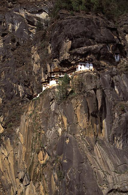 Vallee de Paro, le monastere de Taktsang. *** Takstang monastery in Paro valley.