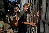 Amair Feijoli da Cunha o Tato chega a uma residência no centro da cidade.<br /> Clodoaldo Carlos Batista(co autor) e Amair Feijoli da Cunha o Tato(intermediário), ambos condenados respectivamente a 17 e 18 anos pela execução da missionária americana Dorothy Mae Stang, sairam às 8h deste sábado (9), do Centro de Recuperação do Coqueiro. Eles foram beneficiados pela saída temporária para o dia dos pais. Os dois progrediram de regime em janeiro e fevereiro deste ano, por já terem cumprido o regime fechado, passando para o semi-aberto.<br /> Belém, Pará, Brasil.<br /> 09/08/2008<br /> Foto Paulo Santos/Interfoto.