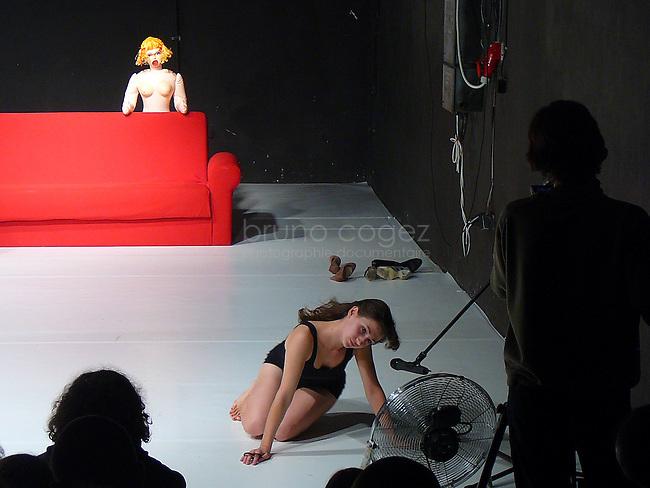 """Voyage aux coeurs des femmes : """"Divas"""", spéctacle de Groundfloor Group réalisé par Ferenc Sinkó."""