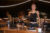 Asie/Israël/Galilée/Tibériade: Restaurant Decks, Lido Beach - cuisson des crèpes devant le client