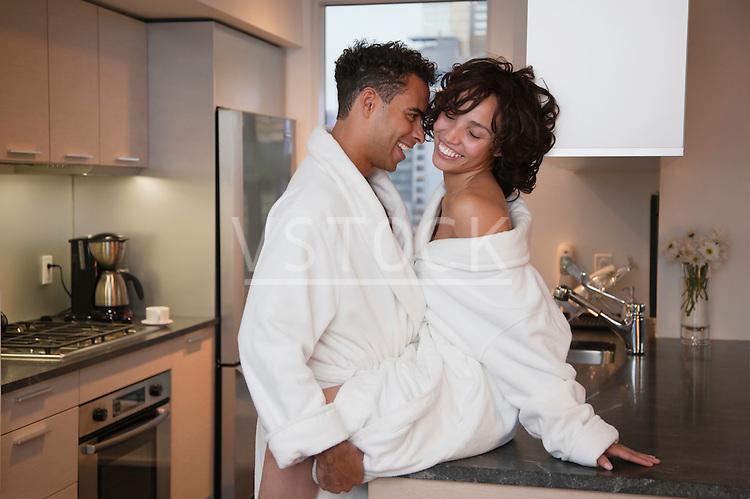 USA, New York City, intimate couple at kitchen counter