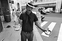 - Rom nomad beggar in Milan downtown<br /> <br /> - mendicante nomade Rom nel centro di Milano