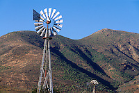 Spanien, Kanarische Inseln, Fuerteventura, Windrad in Vega de Rio Palmas