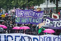 """Bundesweit demonstrierten am Samstag den 20. Juni 2020 in Deutschland mehrere tausend Menschen unter dem Motto """"Shut down Mietenwahnsinn – sicheres Zuhause für alle!"""" fuer eine soziale Wohnungspolitik. In Berlin (im Bild) forderten die Menschen bezahlbaren Wohnraum und die Enteignung des Immobilienkonzern """"Deutsche Wohnen"""". Von der """"Deutschen Wohnen"""" war einige Tage zuvor bekannt geworden war, dass er in Berlin 21 Haeuser und zwei weitere Haeuser in Dresden und Potsdam gekauft hat. Die Bewohner fuerchten nun massive Verdraengung durch Modernisierungen und Mieterhoehungen, fuer die der Konzern bekannt ist.<br /> Im Bild: Jugendliche protestieren gegen die geplante Raeumung des Jugendzentrum """"Potse"""" / Drugstore.<br /> 20.6.2020, Berlin<br /> Copyright: Christian-Ditsch.de<br /> NUR FUER REDAKTIONELLE ZWECKE! Werbung nur auf Anfrage beim Fotografen. [Inhaltsveraendernde Manipulation des Fotos nur nach ausdruecklicher Genehmigung des Fotografen. Vereinbarungen ueber Abtretung von Persoenlichkeitsrechten/Model Release der abgebildeten Person/Personen liegen nicht vor. NO MODEL RELEASE! Don't publish without copyright Christian-Ditsch.de, Veroeffentlichung nur mit Fotografennennung, sowie gegen Honorar, MwSt. und Beleg. Konto: I N G - D i B a, IBAN DE58500105175400192269, BIC INGDDEFFXXX, Kontakt: post@christian-ditsch.de<br /> Bei der Bearbeitung der Dateiinformationen darf die Urheberkennzeichnung in den EXIF- und  IPTC-Daten nicht entfernt werden, diese sind in digitalen Medien nach §95c UrhG rechtlich geschuetzt. Der Urhebervermerk wird gemaess §13 UrhG verlangt.]"""