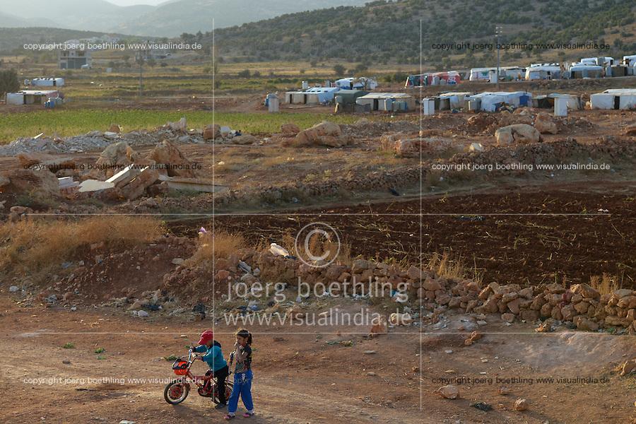 LEBANON Deir el Ahmad, a maronite christian village in Beqaa valley, syrian refugee camp / LIBANON Deir el Ahmad, ein christlich maronitisches Dorf in der Bekaa Ebene, Camp fuer syrische Fluechtlinge, Junge Ahmad hat heute seinen 11. Geburtstag, er ist mit seiner Familie aus Homs geflohen