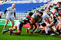 21st November 2020; Welford Road Stadium, Leicester, Midlands, England; Premiership Rugby, Leicester Tigers versus Gloucester Rugby; James Hanson of Gloucester Rugby breaks through the Leicester Tigers defence on his way to scoring Gloucester's opening try (22-8)