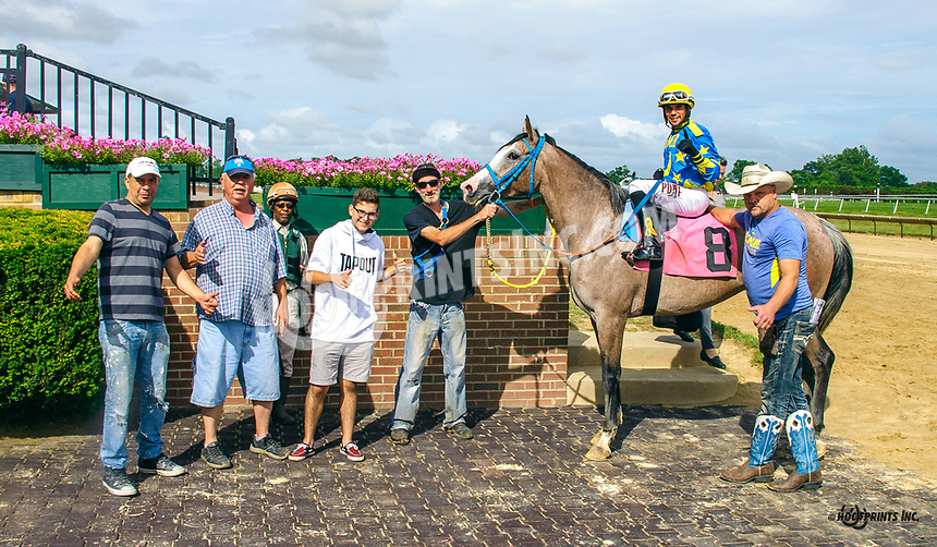 Dance With Me BW winning at Delaware Park on 7/23/18