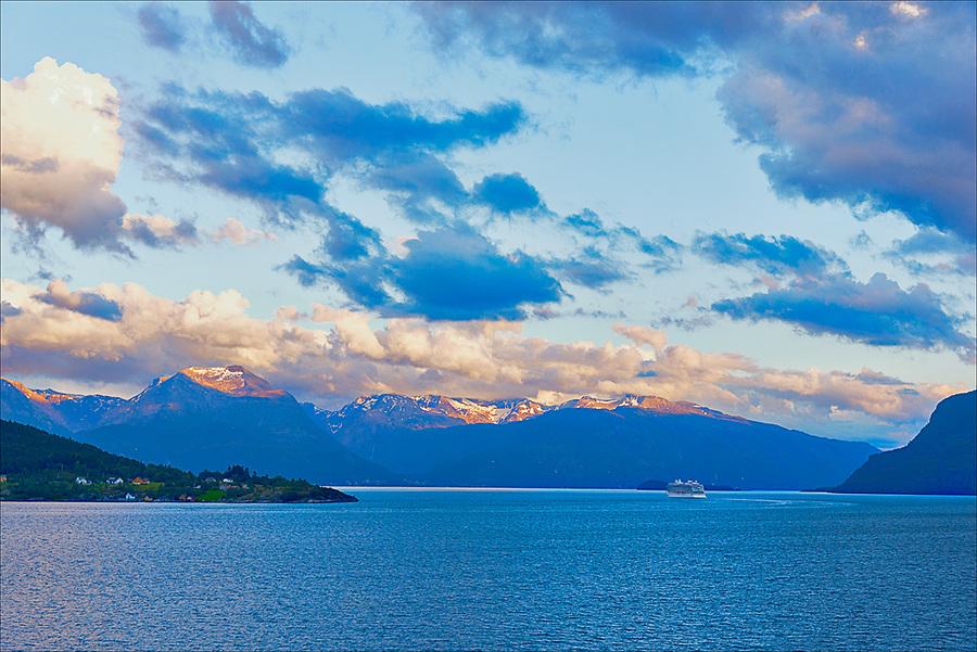 Approaching sunset leaving Eidfjord