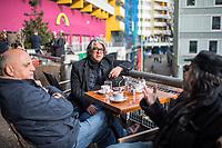 """Der tuerkischstaemmige Sozialarbeiter und Cafe-Besitzer Ercan Yasaroglu am Mittwoch den 22. Maerz 2017 mit Bekannten vor seinem """"Cafe-Kotti"""" am Kottbusser Tor in Berlin-Kreuzberg.<br /> 22.3.2017, Berlin<br /> Copyright: Christian-Ditsch.de<br /> [Inhaltsveraendernde Manipulation des Fotos nur nach ausdruecklicher Genehmigung des Fotografen. Vereinbarungen ueber Abtretung von Persoenlichkeitsrechten/Model Release der abgebildeten Person/Personen liegen nicht vor. NO MODEL RELEASE! Nur fuer Redaktionelle Zwecke. Don't publish without copyright Christian-Ditsch.de, Veroeffentlichung nur mit Fotografennennung, sowie gegen Honorar, MwSt. und Beleg. Konto: I N G - D i B a, IBAN DE58500105175400192269, BIC INGDDEFFXXX, Kontakt: post@christian-ditsch.de<br /> Bei der Bearbeitung der Dateiinformationen darf die Urheberkennzeichnung in den EXIF- und  IPTC-Daten nicht entfernt werden, diese sind in digitalen Medien nach §95c UrhG rechtlich geschuetzt. Der Urhebervermerk wird gemaess §13 UrhG verlangt.]"""