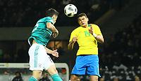 Thiago Silva (Brasilien Brasilia) im Kopfballduell gegen Mats Hummels (Deutschland Germany) - 27.03.2018: Deutschland vs. Brasilien, Olympiastadion Berlin