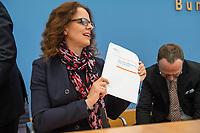 Pressekonferenz des Sachverstaendigenrates zur Begutachtung der gesamtwirtschaftlichen Entwicklung.<br /> Die Sachverstaendigen Prof. Dr. Christoph M. Schmidt (Vorsitzender des Sachverstaendigenrates), Prof. Dr. Dr. h.c. Lars P. Feld, Prof. Dr. Isabel Schnabel, Prof. Dr. Achim Truger und Prof. Volker Wieland, Ph.D. stellten am Dienstag den 19. Maerz 2019 in Berlin ihre Konjunkturprognose fuer die Jahre 2019 und 2020 vor.<br /> Im Bild: Isabel Schnabel.<br /> 19.3.2019, Berlin<br /> Copyright: Christian-Ditsch.de<br /> [Inhaltsveraendernde Manipulation des Fotos nur nach ausdruecklicher Genehmigung des Fotografen. Vereinbarungen ueber Abtretung von Persoenlichkeitsrechten/Model Release der abgebildeten Person/Personen liegen nicht vor. NO MODEL RELEASE! Nur fuer Redaktionelle Zwecke. Don't publish without copyright Christian-Ditsch.de, Veroeffentlichung nur mit Fotografennennung, sowie gegen Honorar, MwSt. und Beleg. Konto: I N G - D i B a, IBAN DE58500105175400192269, BIC INGDDEFFXXX, Kontakt: post@christian-ditsch.de<br /> Bei der Bearbeitung der Dateiinformationen darf die Urheberkennzeichnung in den EXIF- und  IPTC-Daten nicht entfernt werden, diese sind in digitalen Medien nach §95c UrhG rechtlich geschuetzt. Der Urhebervermerk wird gemaess §13 UrhG verlangt.]