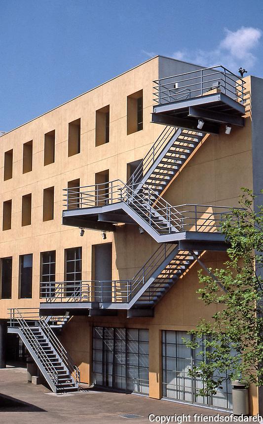 Los Angeles: Loyola Law School, 1981-84.  Frank Gehry, Architect. Photo June 1987.