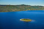 Littoral de Poindimié et l'îlot Tidianot (Tibarama), côte Est de la Nouvelle-Calédonie