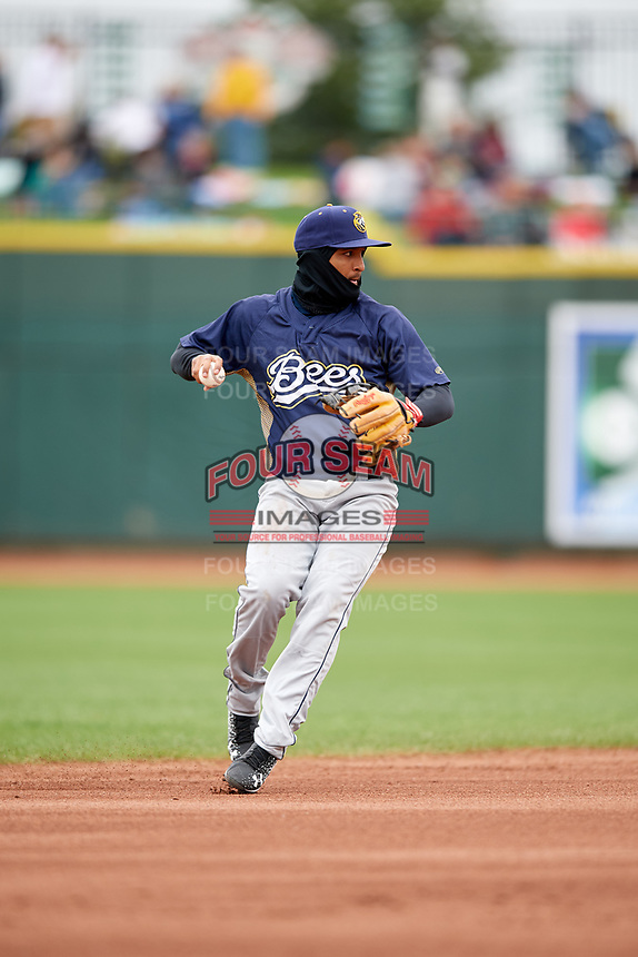 Burlington Bees shortstop Roberto Baldoquin (7) during a game against the Great Lakes Loons on May 4, 2017 at Dow Diamond in Midland, Michigan.  Great Lakes defeated Burlington 2-1.  (Mike Janes/Four Seam Images)