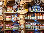 Deutschland, Bayern, Niederbayern, Naturpark Bayerischer Wald, Bodenmais: alkoholische Spezialitaeten wie Baerwurz, Blutwurz sind gern genommene Mitbringsel | Germany, Bavaria, Lower-Bavaria, Nature Park Bavarian Forest, Bodenmais: local alcoholic specialities like Baerwurz and Blutwurz (strong spiwwits) are popular souvenirs
